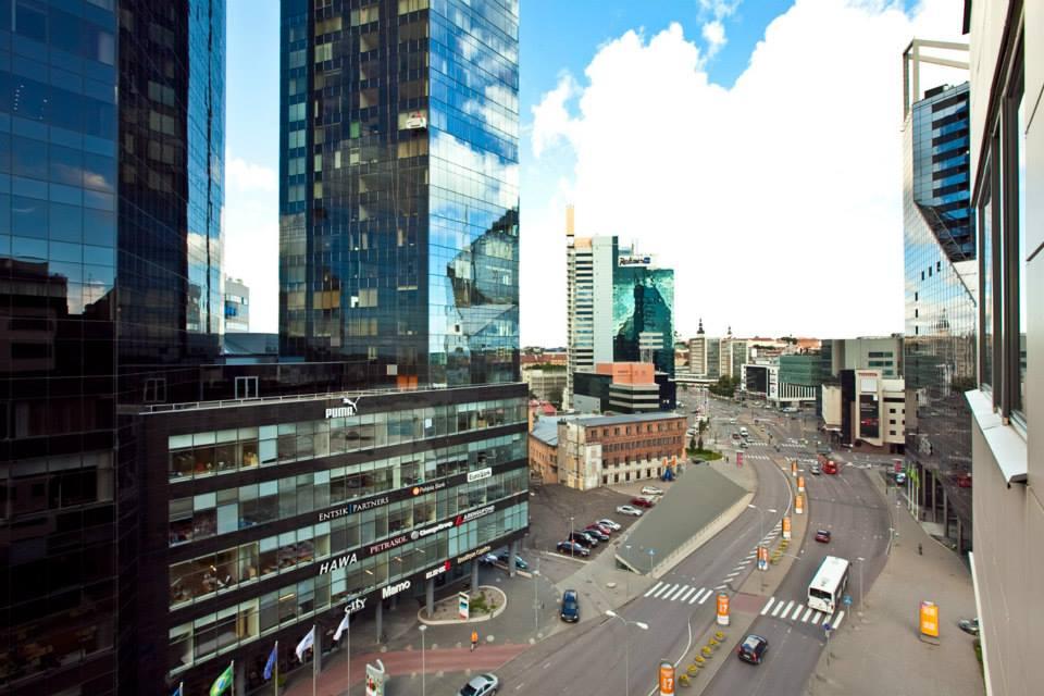 MPKinnisvara kasulik soovitus - praegu on soodne aeg kinnisvara müüa. Pildil Tallinna kesklinna uued büroohooned.